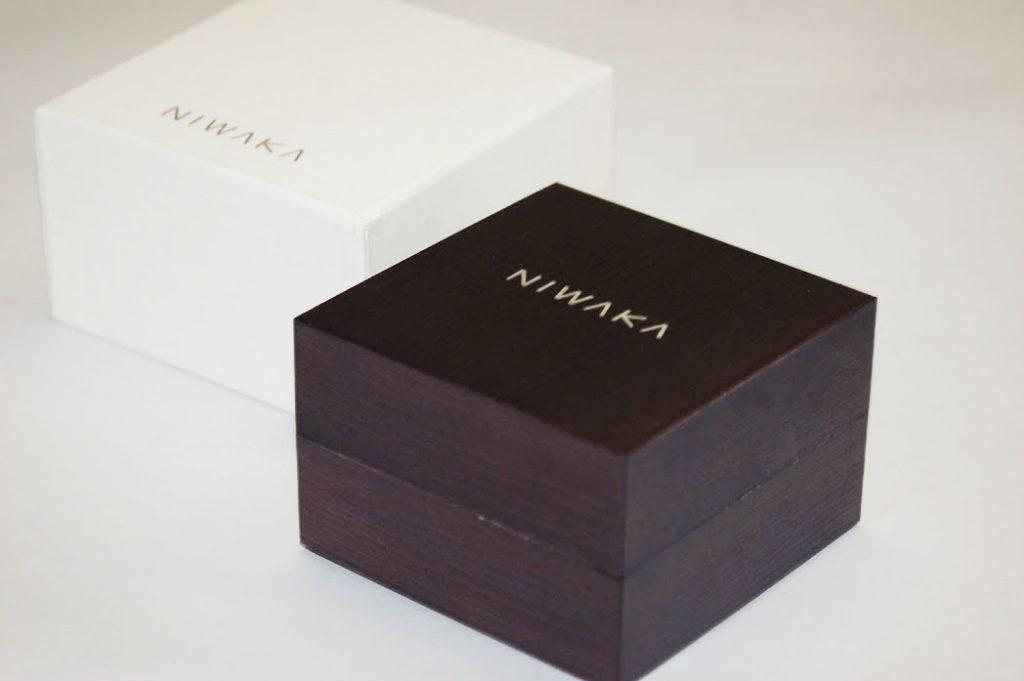 NIWAKA杉箱とパッケージ